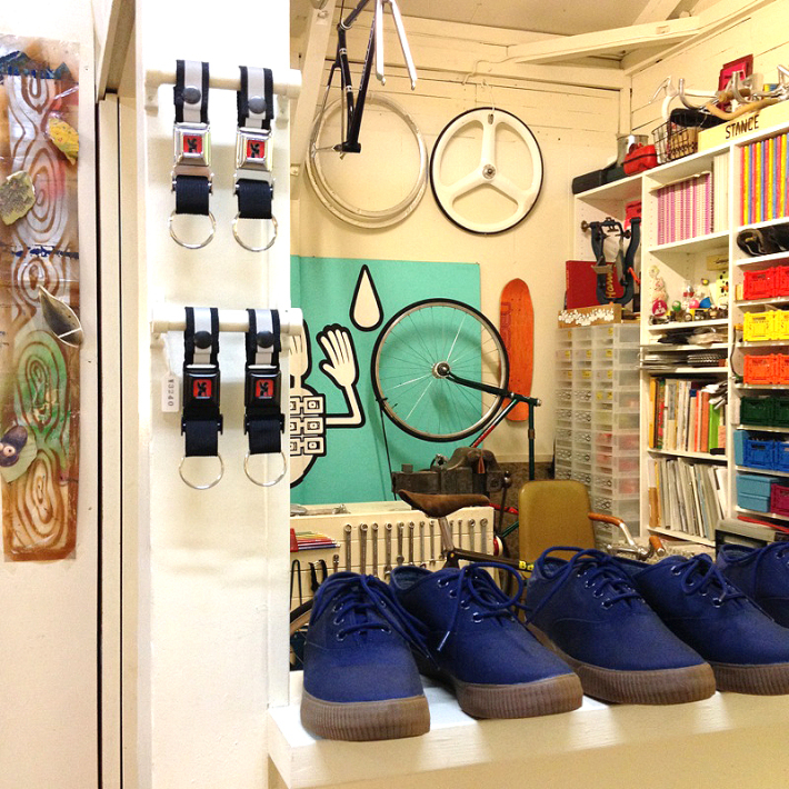 CHROME_PEDAL_CLASSIC_NAVY_GUM_TOKYOHIPPIESMART_01